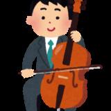 チェロ奏者の男性