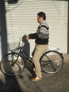自転車のサドルが低い状態