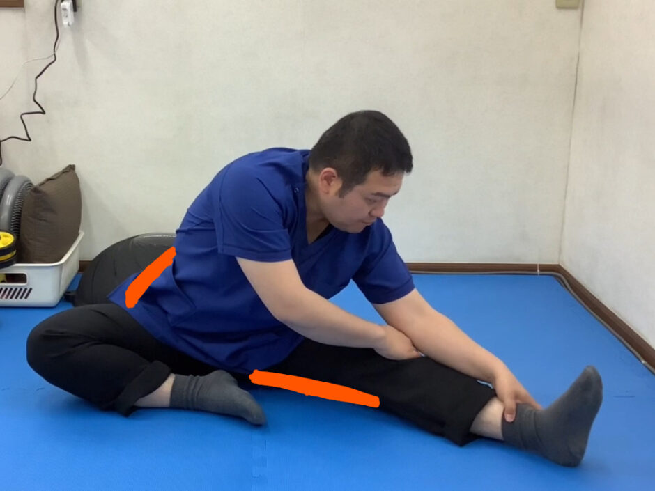 左内側ハムストリングス・右腰方形筋・右内腹斜筋のストレッチ