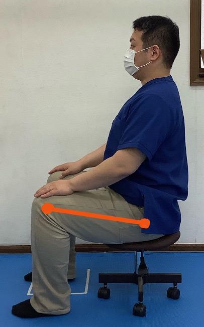 椅子に座った時、膝関節が股関節より高い位置にある