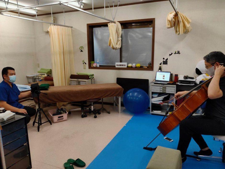 チェロ演奏時の姿勢をiPadにて撮影し演奏中にかかる負担をチェック