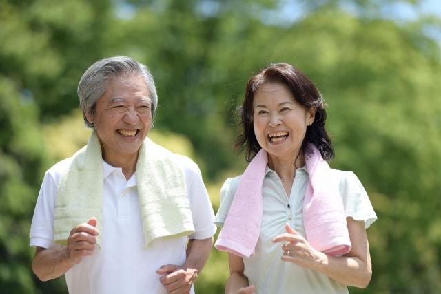 ランニングを楽しむ老夫婦