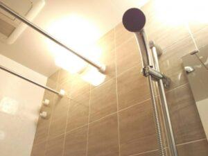 シャワーを浴びて体温を挙げて、目覚めのスイッチを入れる