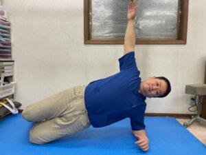 左腹斜筋群を鍛えるサイドブリッジ
