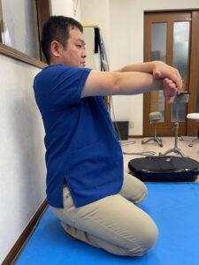 腕橈骨筋を中心とした手の甲側のストレッチ(矢状面)