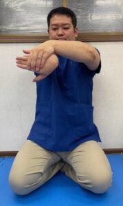 腕橈骨筋を中心とした手の甲側のストレッチ(前額面)