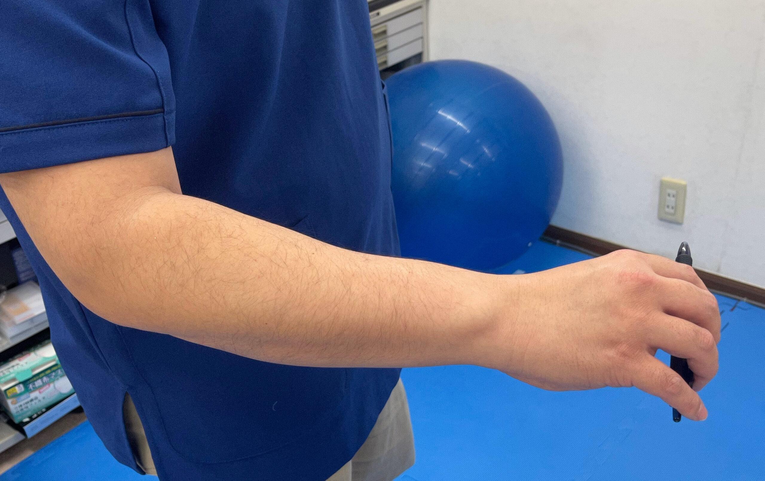 弦楽器の弓の操作における手首の適切な位置